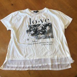 White t-shirt size medium